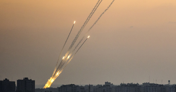 Rockets_being_fired_from_the_Gaza_strip_into_Israel.jpg