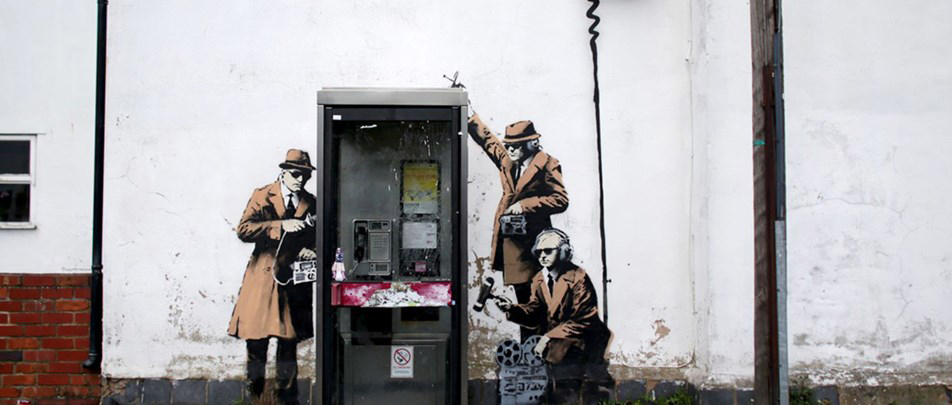 banksy_artwork_around_a_telephone_box-11.jpg
